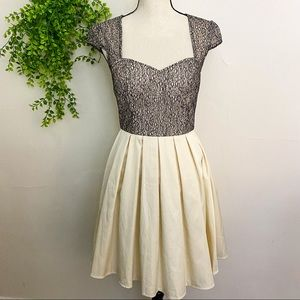 New Modcloth Chi Chi London Sweetheart Neckline Cap Sleeve Fit and Flare Dress 6